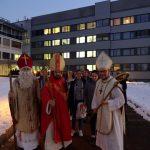 Das Team nahe dem Eingang zum LKH Wolfsberg ... (© Katholische Jugend Lavanttal)