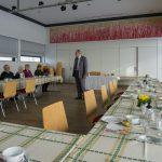 Herr Kurt Weitlauer, Leiter des Seniorenteams, spricht zu den Damen und Herren (© Herr Mag. Bernhard Wagner).
