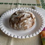 Diesmal gibt es zu Kaffee oder Tee passend zur Fastenzeit einen Laib Brot oder einen geflochtenen Striezel (© Herr Mag. Bernhard Wagner).