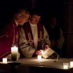 Dechant Hofer betet das Tagesgebet (© Herr Mag. Bernhard Wagner).