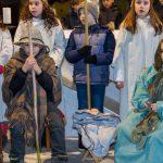 """Maria und Josef mit Kind, dahinter """"Stern von Bethlehem"""" und Engel (© Herr Mag. Bernhard Wagner)."""