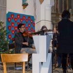 Das Streichorchester mit Frau Mag. Haring (© Herr Mag. Bernhard Wagner).