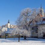 ... und hier mit Seitengebäude im Winter 2017/2018 (© Haus St. Benedikt, Pater Mag. Siegfried Stattmann OSB).