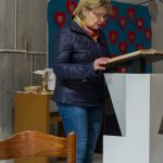 Frau Claudia Oswald liest die Worte der 2. Lesung (© Herr Mag. Bernhard Wagner).