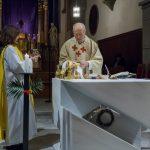 Die Eucharistiefeier, welche am Gründonnerstag wegen der Einsetzung von Eucharistie und Priestertum die höchste Bedeutung im Kirchenjahr hat, beginnt mit der Bereitung der Opfergaben (© Herr Mag. Bernhard Wagner).
