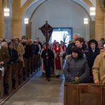 Einzug der Prozession durch das Hauptportal in die Kirche (© Herr Mag. Bernhard Wagner).