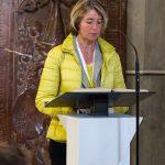 Frau Dr. Iris Strasser trägt die 1. Lesung vor ... (© Herr Mag. Bernhard Wagner)