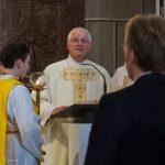 Diakon Anton Schönhart verkündet das Evangelium, die Frohe Botschaft (© Herr Mag. Bernhard Wagner).