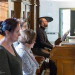 ... an der Orgel spielt Herr Stefan Nemtusiak (© Herr Mag. Bernhard Wagner).