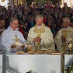 Im Verlauf des Eucharistischen Hochgebetes ... (© Herr Mag. Bernhard Wagner)