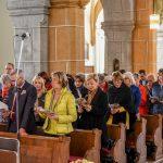 Blick in den Kirchenraum, zahlreiche Menschen haben sich zum 2. Fest der Barmherzigkeit versammelt (© Herr Gerhard Pulsinger).