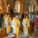 Das Allerheiligste wird in der Custodia vom Tabernakel zum Volksaltar gebracht (© Herr Gerhard Pulsinger).