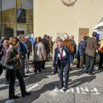 Nach der Stunde der Barmherzigkeit verlassen viele Anwesende die Kirche um sich am Markusplatz bei Reindling, Kaffee und verschiedenen Getränken zu stärken ehe hernach die Impulse des Tages folgen (© Herr Gerhard Pulsinger).