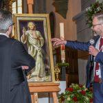 """Herr Michael Triegel, Autor des Bildes """"Barmherziger Jesus"""", erläutert sein Bild (© Herr Gerhard Pulsinger)."""