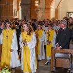 Einzug von Ministranten, Priestern und Diakonen ... (© Herr Gerhard Pulsinger)