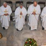 ... und vom südlichen Seitenchor zu den Priestern nördlich des Volksaltars (© Herr Gerhard Pulsinger).