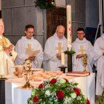 Der Klerus während der Opferung (© Herr Gerhard Pulsinger).