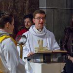 ... und im Anschluss daran folgt das Evangelium, verkündet von Kaplan Kranicki ... (© Herr Mag. Bernhard Wagner).