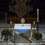 Blick zum Volksaltar vom Chor aus (© Herr Mag. Bernhard Wagner).