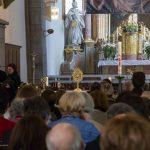 ... und den Gefäßen mit den Reliquien des Heiligen Papstes Johannes Paul II. und der Heiligen Schwester Maria Faustyna Kowalska (© Herr Mag. Bernhard Wagner).