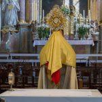 Mit dem Eucharistischen Segen endet die Stunde der Barmherzigkeit (© Herr Mag. Bernhard Wagner).