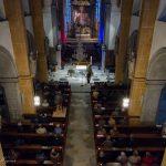 Blick vom Chor hinunter zu den Zuhörern ... (© Herr Mag. Bernhard Wagner)