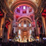Blick durch das Hauptschiff des Domes zum Hochaltar (© Loretto).