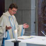Kaplan Kranicki betet das Schlussgebet (© Herr Mag. Bernhard Wagner).