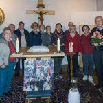 Gruppenfoto der Anwesenden zusammen mit Pfarrer Hofer (© Herr Mag. Bernhard Wagner).