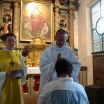 ... beim Herz-Jesu Altar den Primizsegen.