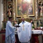 Gottesdienst: Pater Josef betet das Tagesgebet.