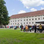 Agape im Stiftshof (© Herr Mag. Bernhard Wagner).