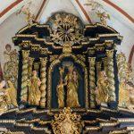 Oberer Teil des Hochaltars, im Zentrum die Hl. Anna mit Maria und dem Jesuskind (© Herr Mag. Bernhard Wagner).