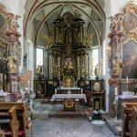 Hochaltar, Volksaltar und die beiden Seitenaltäre der Kirche (© Herr Mag. Bernhard Wagner).