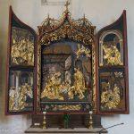 Flügelaltar im Presbyterium links mit der Geburtsszene Jesu als dominantes Motiv (© Herr Mag. Bernhard Wagner).