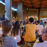 In der Versöhnungskirche (Lichterfeier während des Samstag-Abendgebets; Osterlicht) (© Herr Mag. Bernhard Wagner).