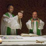 ... und Doxologie am Ende des Eucharistischen Hochgebetes (© Herr Mag. Bernhard Wagner).