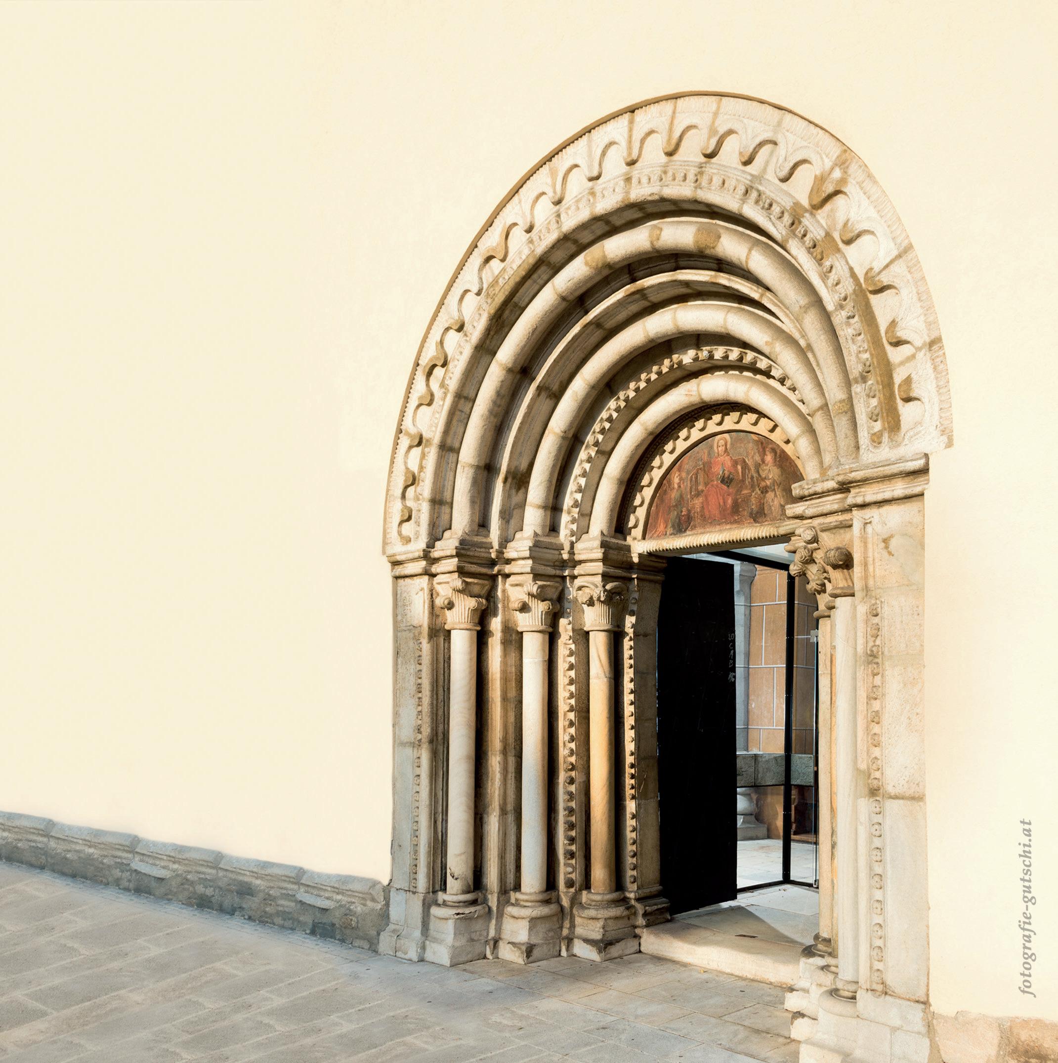 Kostbarkeiten in unseren Gotteshäusern. Das romanische Portal unserer Stadtpfarrkirche