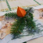 Ein netter voradventlicher Schmuck am Tisch (© Herr Mag. Bernhard Wagner).