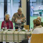 Frau Kettner, die ehemalige Seniorengruppenleiterin, bei den Fürbitten (© Herr Mag. Bernhard Wagner).