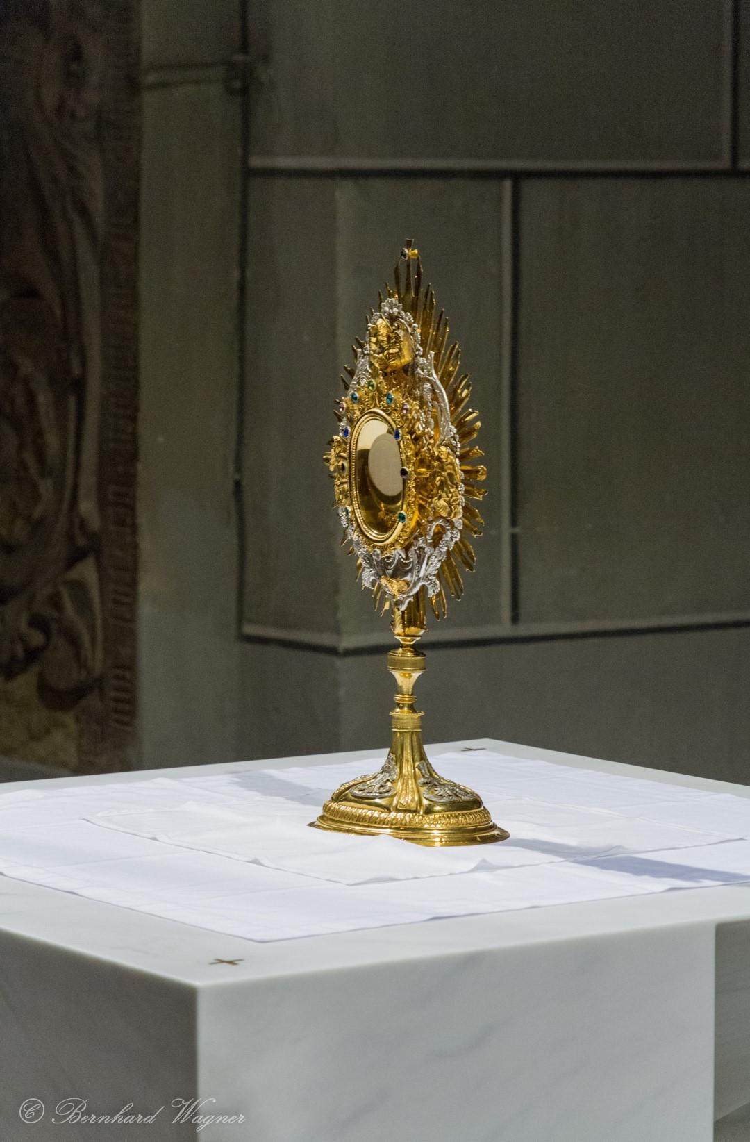 Die Monstranz mit dem Leib Christi in näherer Ansicht (© Herr Mag. Bernhard Wagner).