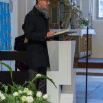 Kaplan Mag. Dr. Christoph Kranicki begrüßt Pfarrer Hofer und die zahlreich anwesenden Gäste (© Herr Mag. Bernhard Wagner).