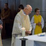 Pfarrer Hofer beim Tagesgebet (© Herr Mag. Bernhard Wagner).