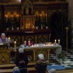 Pater Stattmann während des Evangeliums ... (© Herr Mag. Bernhard Wagner)