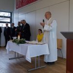 Der Pfarrer hält eine kurze Predigt (© Herr Mag. Bernhard Wagner).