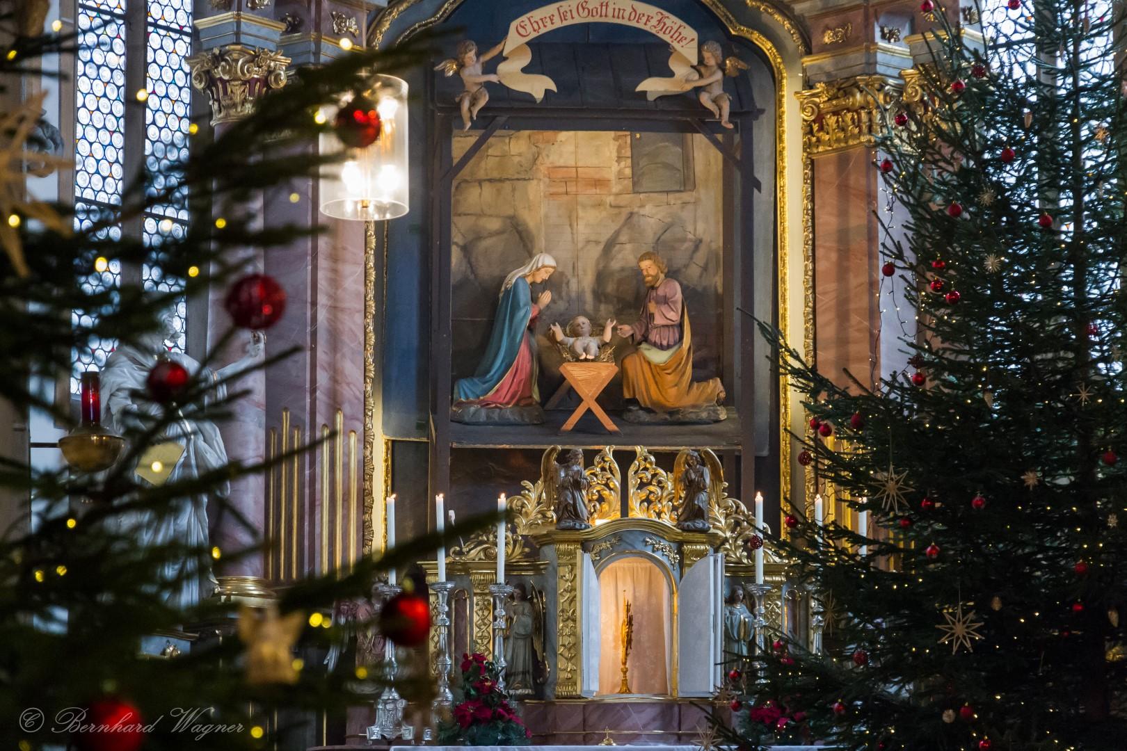 Hochaltarkrippe in der Stadtpfarrkirche St. Markus (© Foto: Mag. Bernhard Wagner).