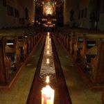 Blick durch den Mittelgang der Kirche ... (© Haus St. Benedikt, Pater Mag. Siegfried Stattmann OSB)