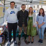 Gruppenfoto von Mitgliedern der Katholischen Jugend Lavanttal nach der Firmung. Ein Teil des Teams am Markusplatz mit Zivildiener Herrn Clemens Klösch und Herrn Dražen Marić (von links) (© Herr Mag. Bernhard Wagner).