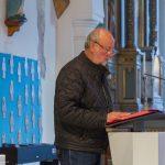 Begrüßung der Gemeinde durch Herrn Fritz Richter und Erläuterung des Ablaufs der Abendmahlsliturgie (© Herr Mag. Bernhard Wagner).