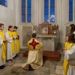 Übertragung des Allerheiligsten zum Aufbewahrungsort in der Turmkapelle (© Herr Mag. Bernhard Wagner).